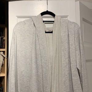 Open sweatshirt with hood. Longer in the front.
